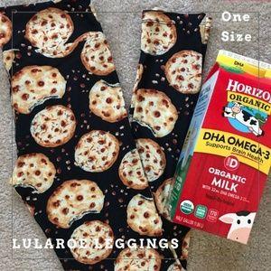 NWOT LuLaRoe Cookie Print One Size Leggings!!